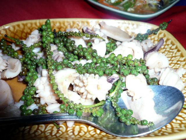 グリーンペッパー(生胡椒)炒めはカンボジアで絶対に食べろ!日本じゃ食べられないよ | 人生は宇宙だ!