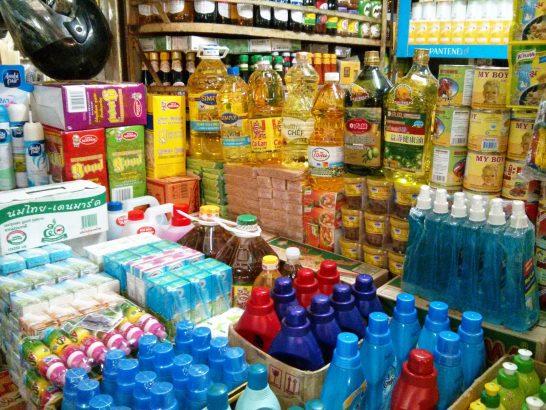 オルセーマーケットの日用品を扱う商店