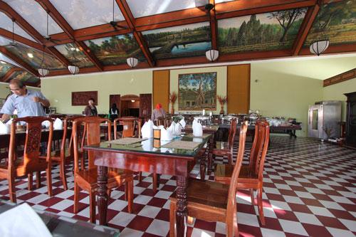 タプロームホテルのレストラン