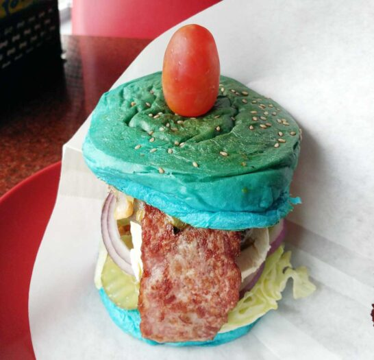 Mike's Burger Houseの青いハンバーガー