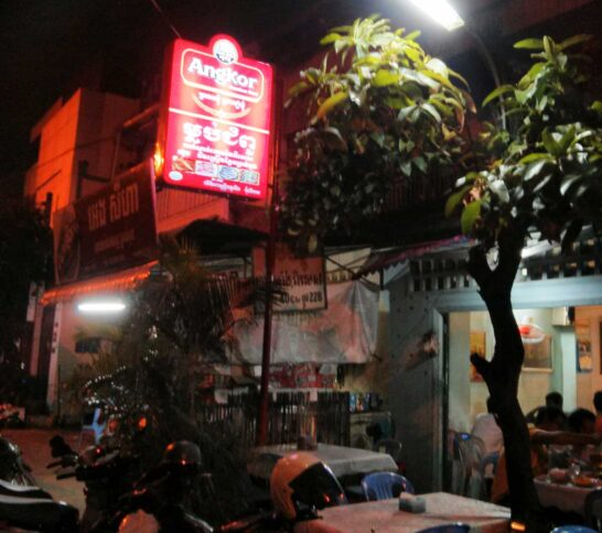 カンボジアのローカルレストラン