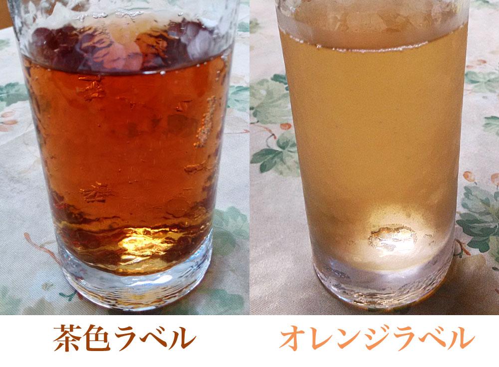茶色とオレンジ色のジンジャーエールを比較