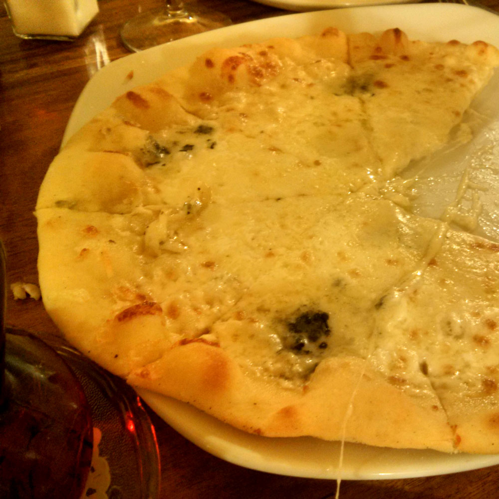 チーズのピザ