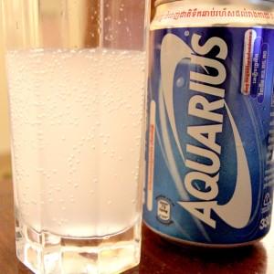 カンボジアのアクエリアスはなんと炭酸飲料だった
