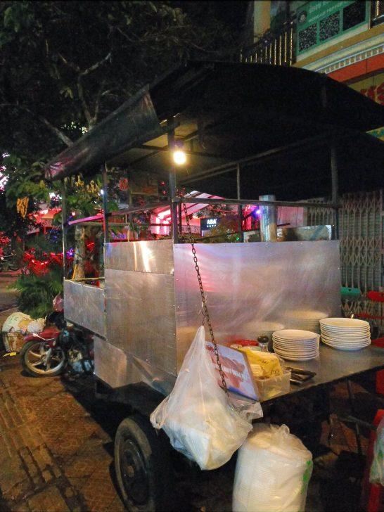 プノンペンの深夜ピザ屋台の外観