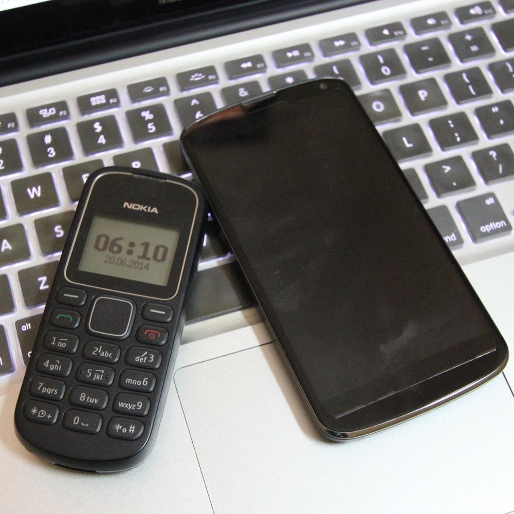 カンボジアでは電話2台持ちはもはや常識。