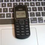 カンボジア人に愛されているシンプルな電話。