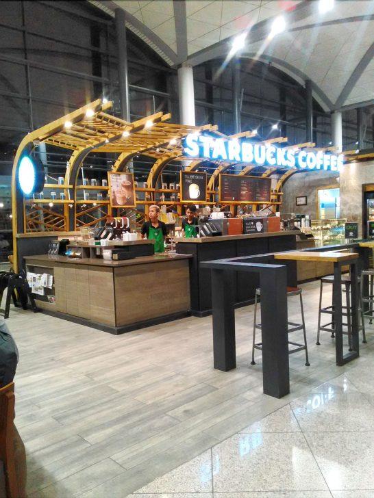 プノンペン空港にあるスターバックス