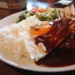 ハワイ料理の代表格、ロコモコ。900円で大満足。
