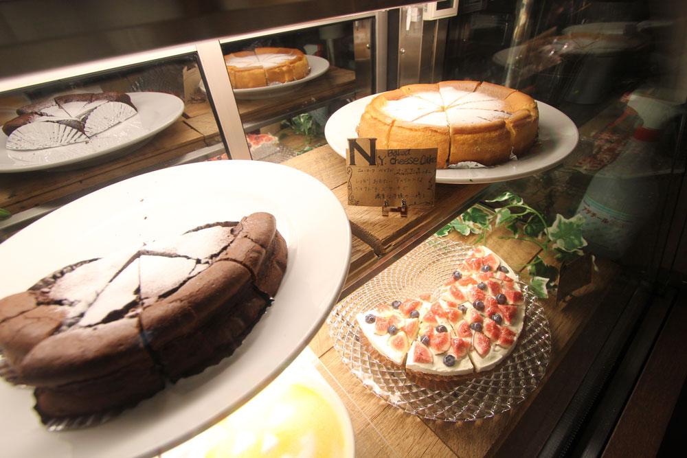 フード、ケーキなども豊富。次は食べたいですね。