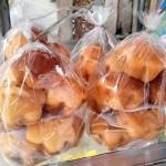 小さな菓子パンセット。1袋で5000リエルくらい。