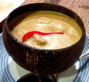 アモック(魚のココナツ蒸し)