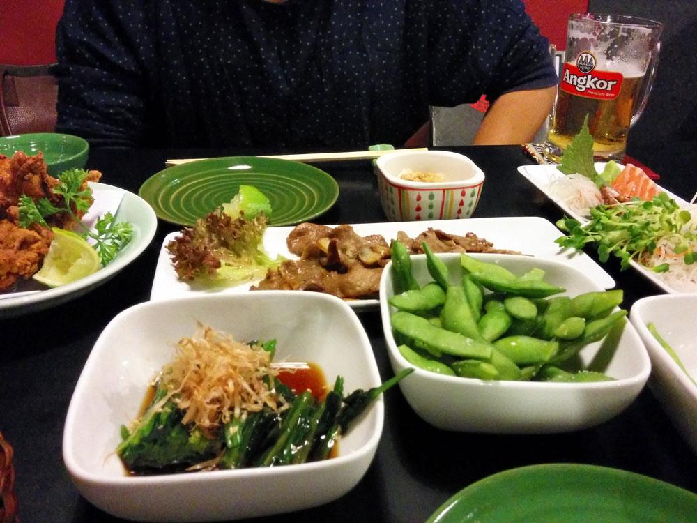 Sushibarでは寿司以外にもいろんな日本食が食べられます。
