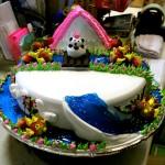 豪華なバースデーケーキ。30ドル。