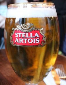 ベルギービール・STELLA ARTOIS。苦みがクセになる。