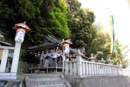 沖島の神社の中