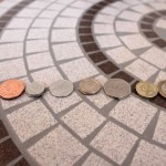 イギリスのコイン。1ペンスから2ポンドまで8種類あります。