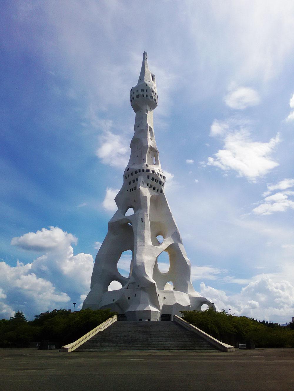 人間はそれぞれ自由に生きていい。PLの大平和祈念塔で自由であることの素晴らしさを感じた。