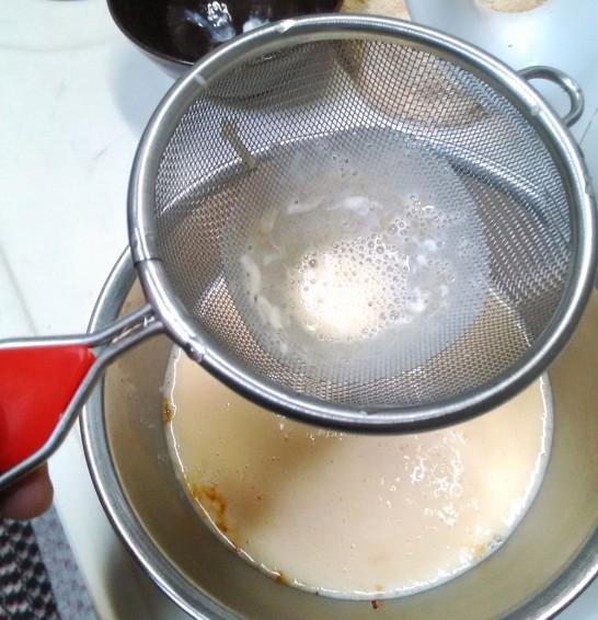 茶こしで漉して入れるのがコツ