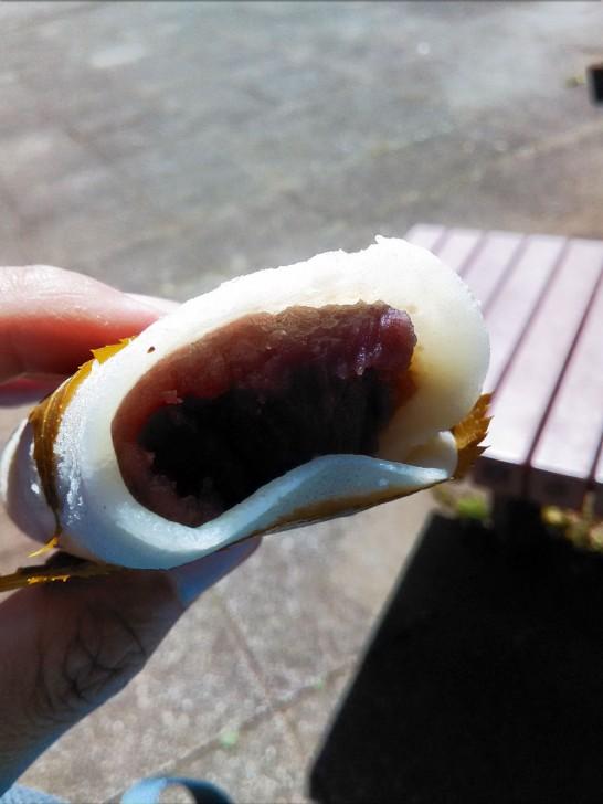 粒あんの入った桜餅