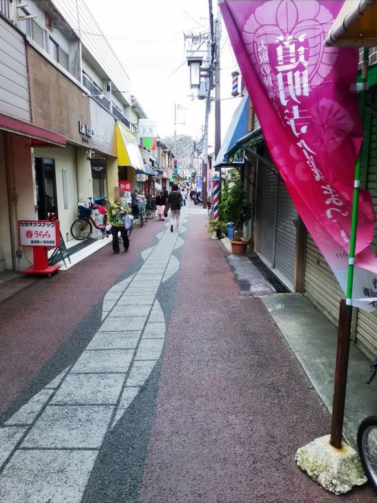 駅前から道明寺天満宮への道