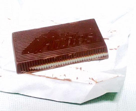 中にミントのチョコレートが入っている