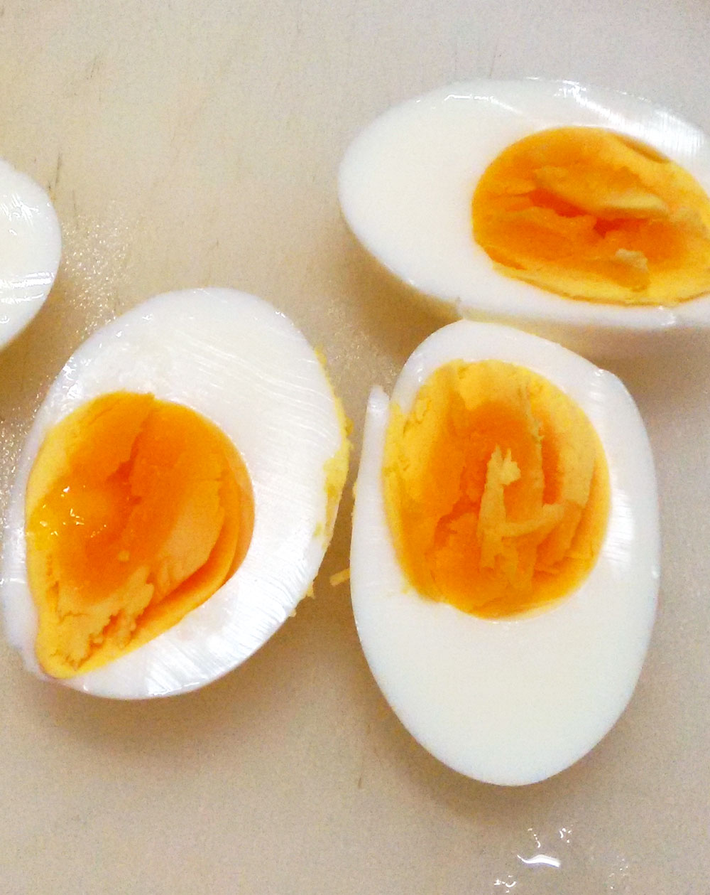 中が半熟のゆで卵