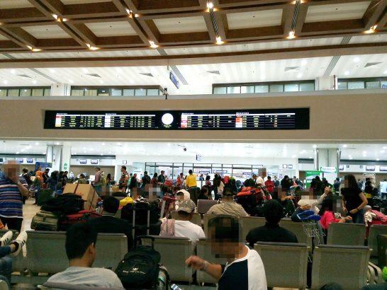 ニノイ・アキノ国際空港の出国待合いロビー