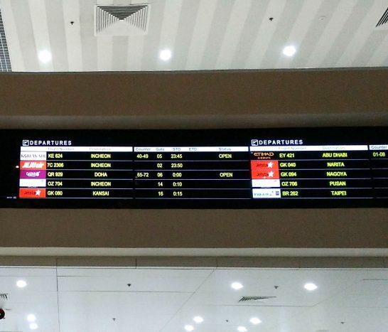 掲示板に表示されたフライトの情報