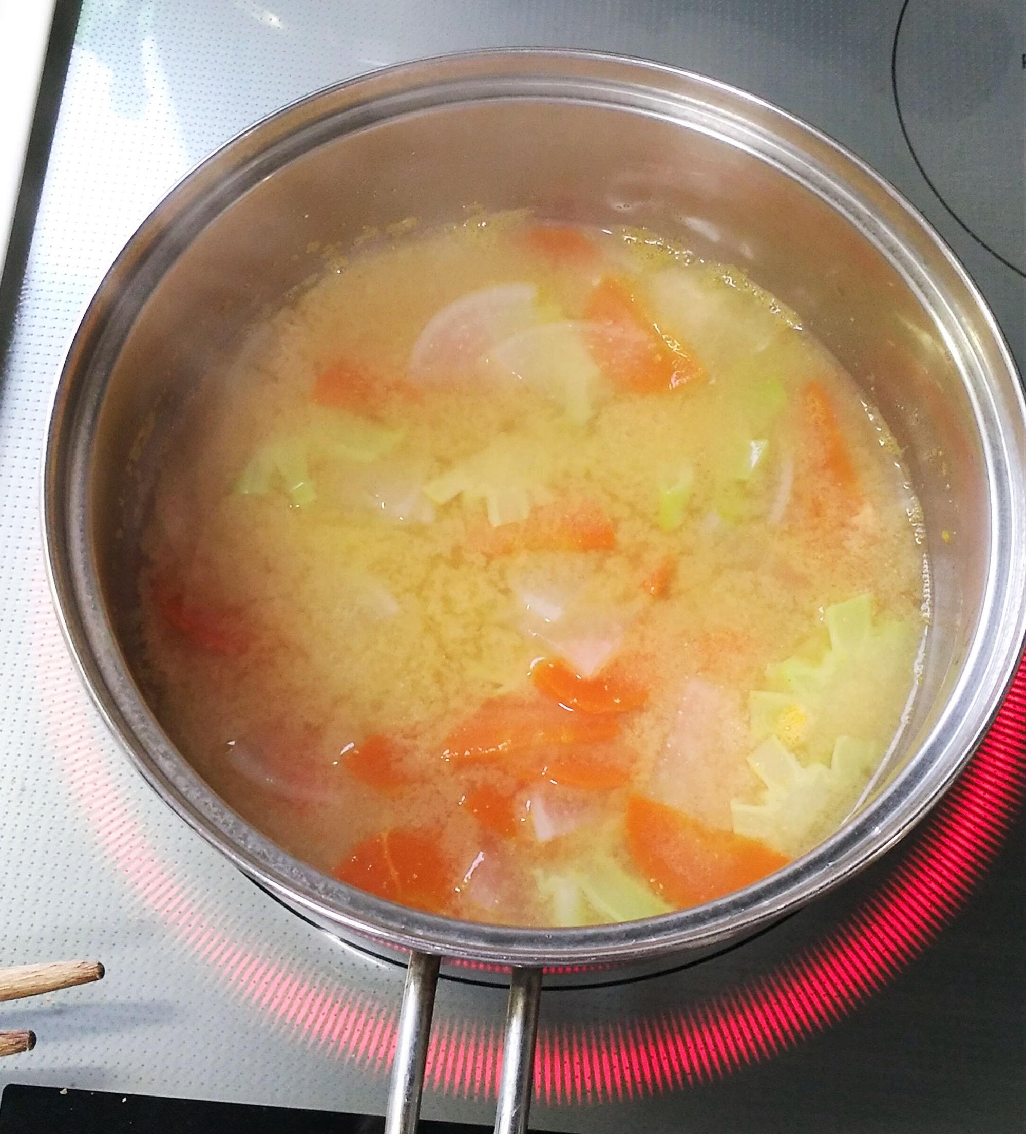 味噌を溶かしたら1分ほど煮て完成