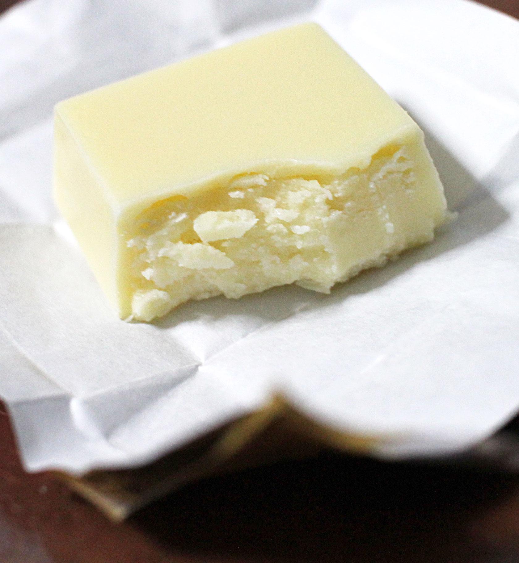 チロル・プレミアムチーズケーキの中は白一色だった