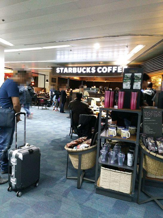 出発ロビーにあるスターバックス・コーヒー