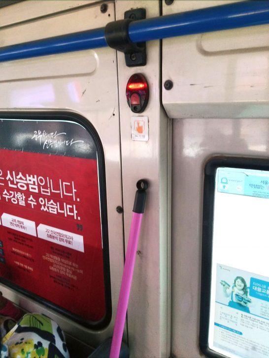 市バスについている降車ブザー