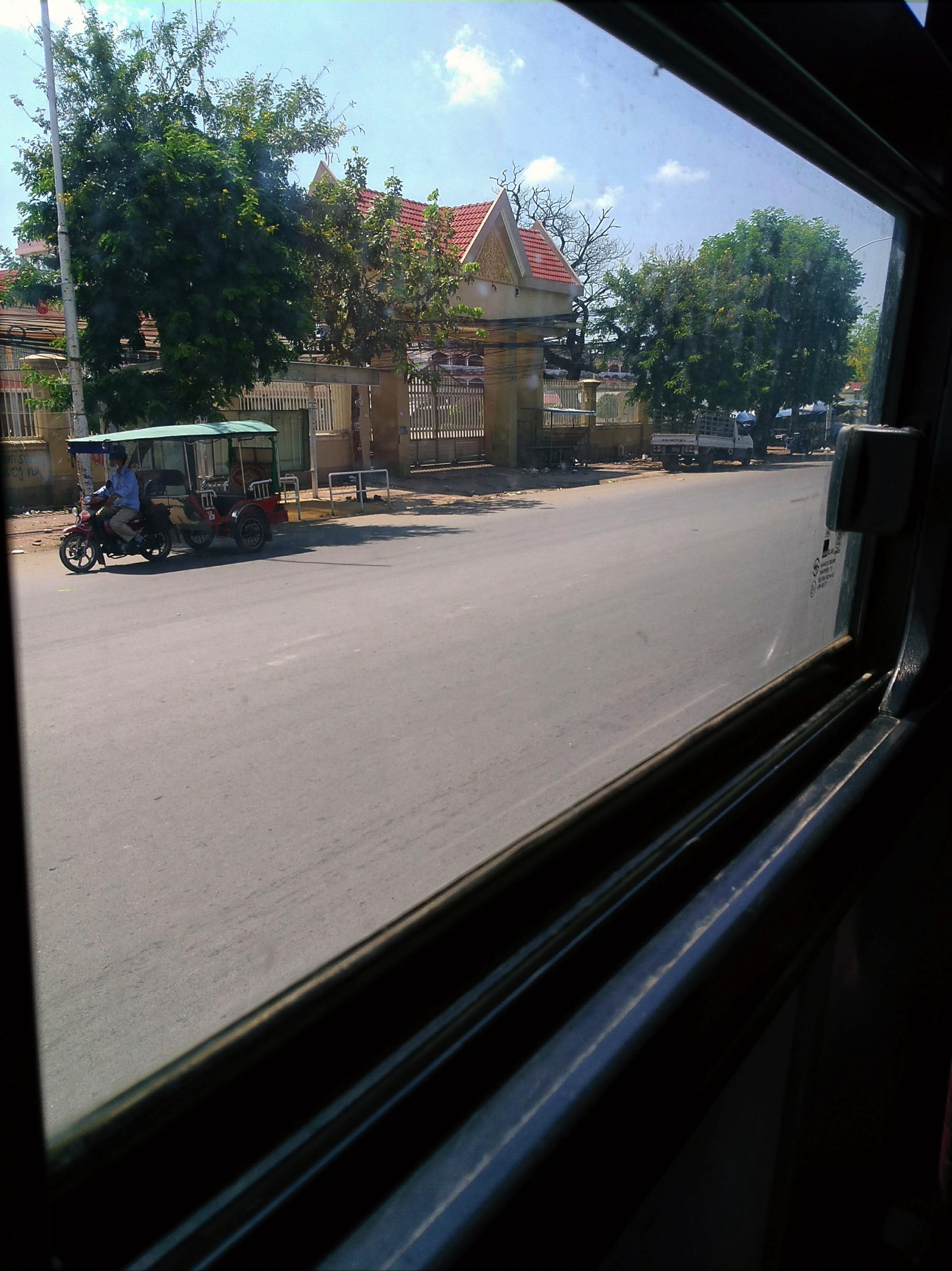 バスの車窓からの眺め