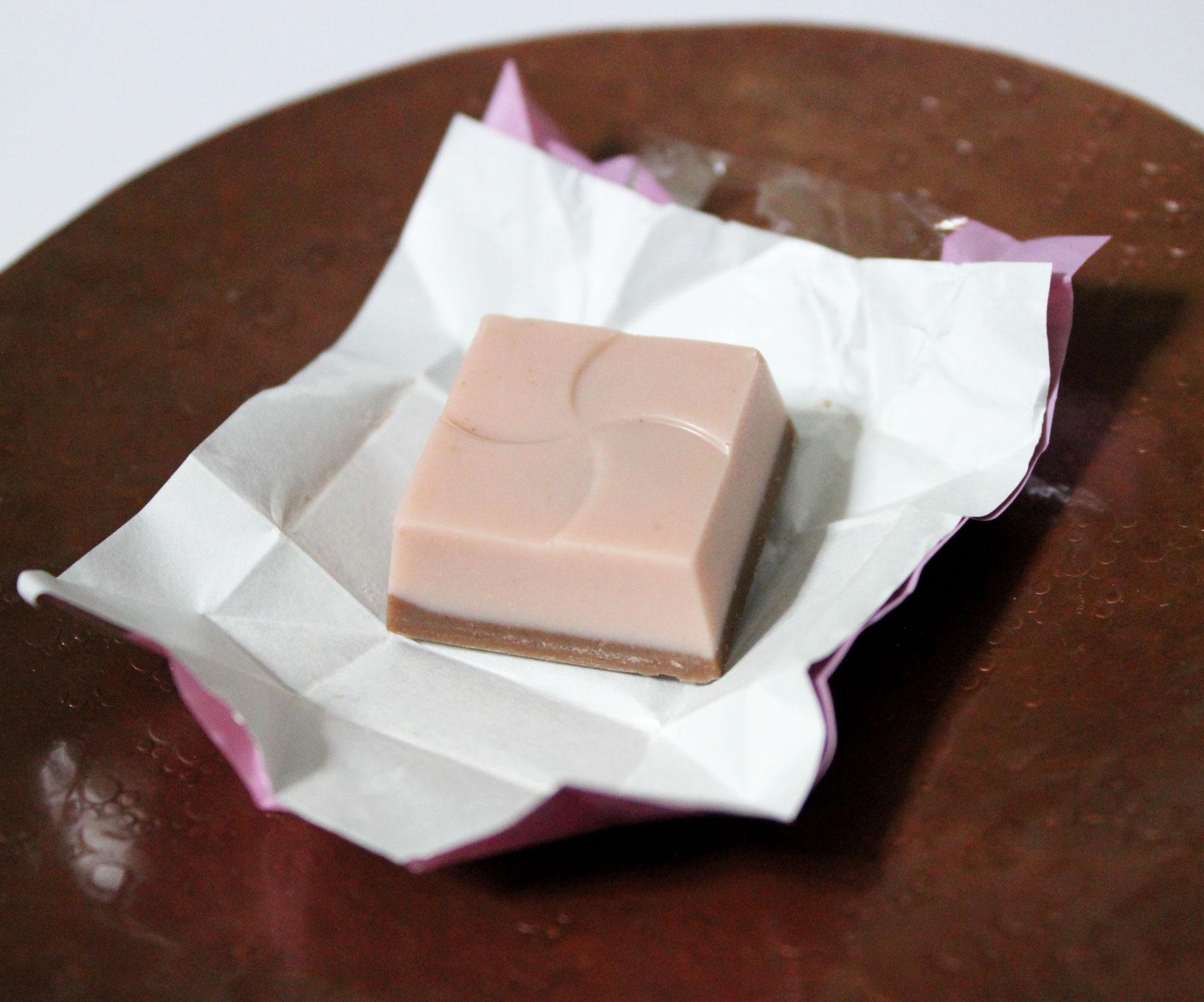 控えめなピンク色をしたチロルチョコさくらもち