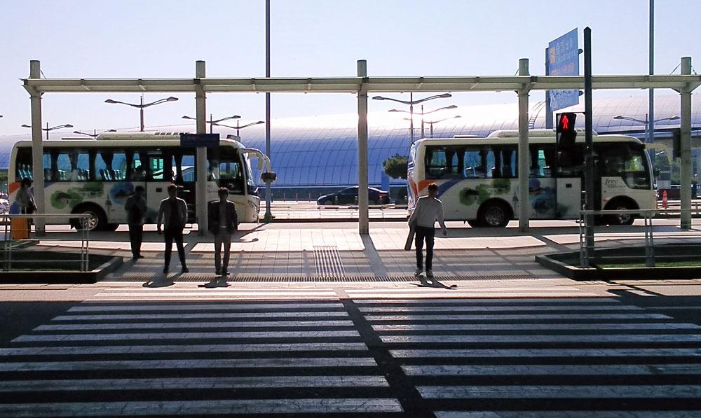 トランジットツアーで使うバス