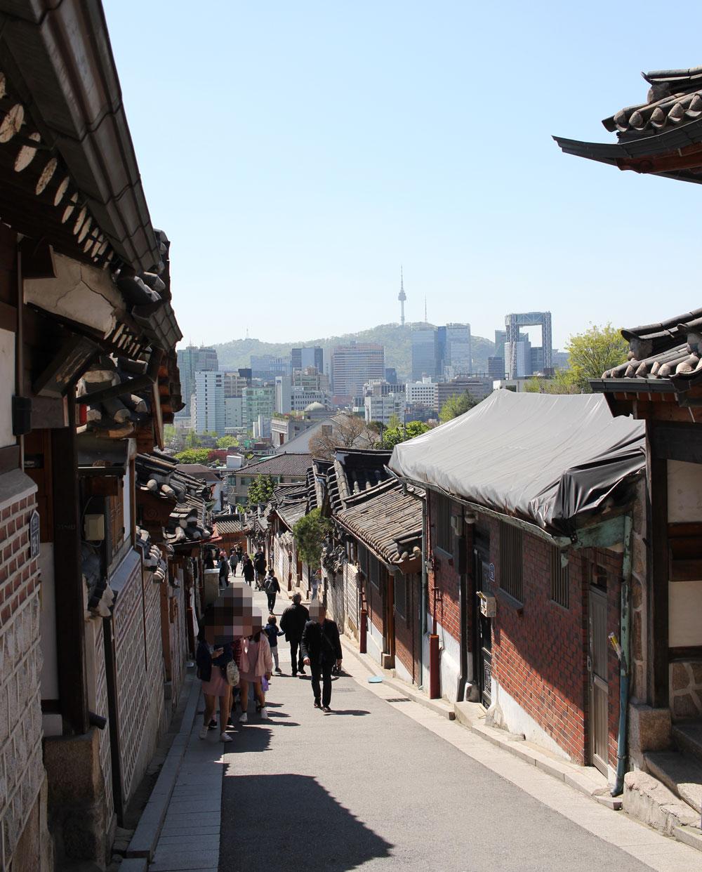 遠くにソウルの街並みが見える