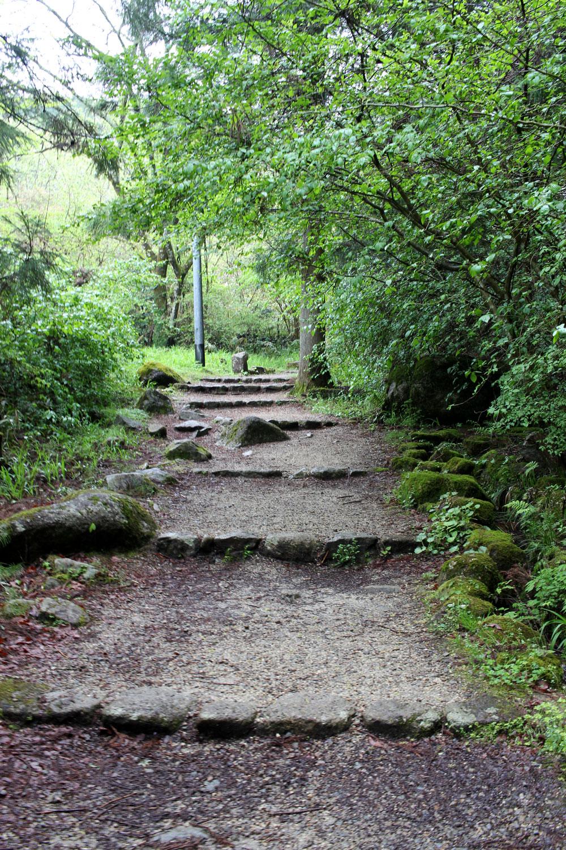 山道を馬篭峠に向かって歩く