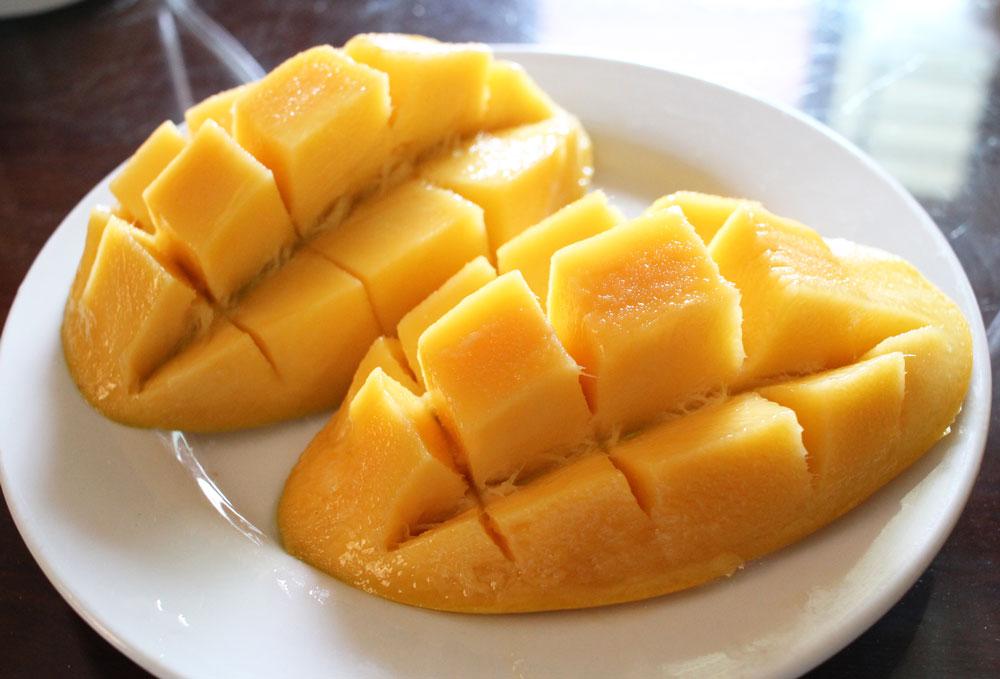高いマンゴーを切ったところ