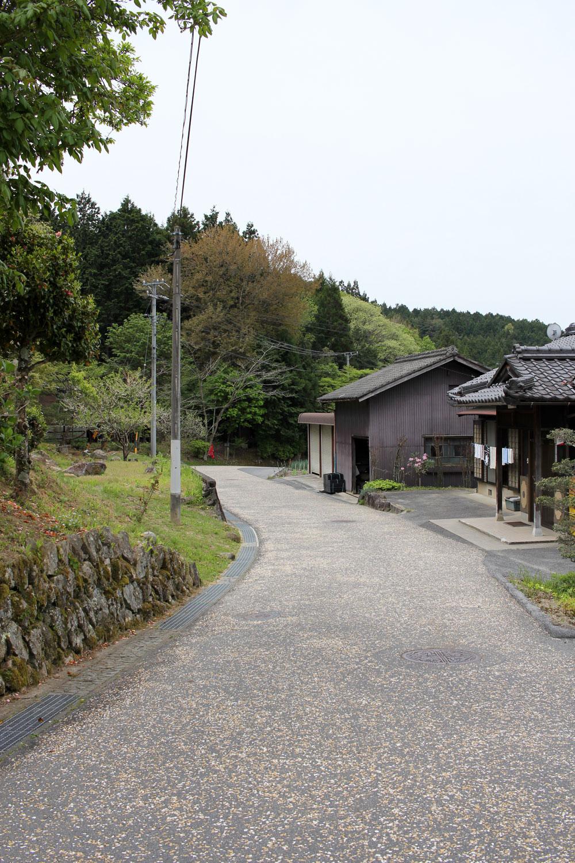 馬籠宿への道