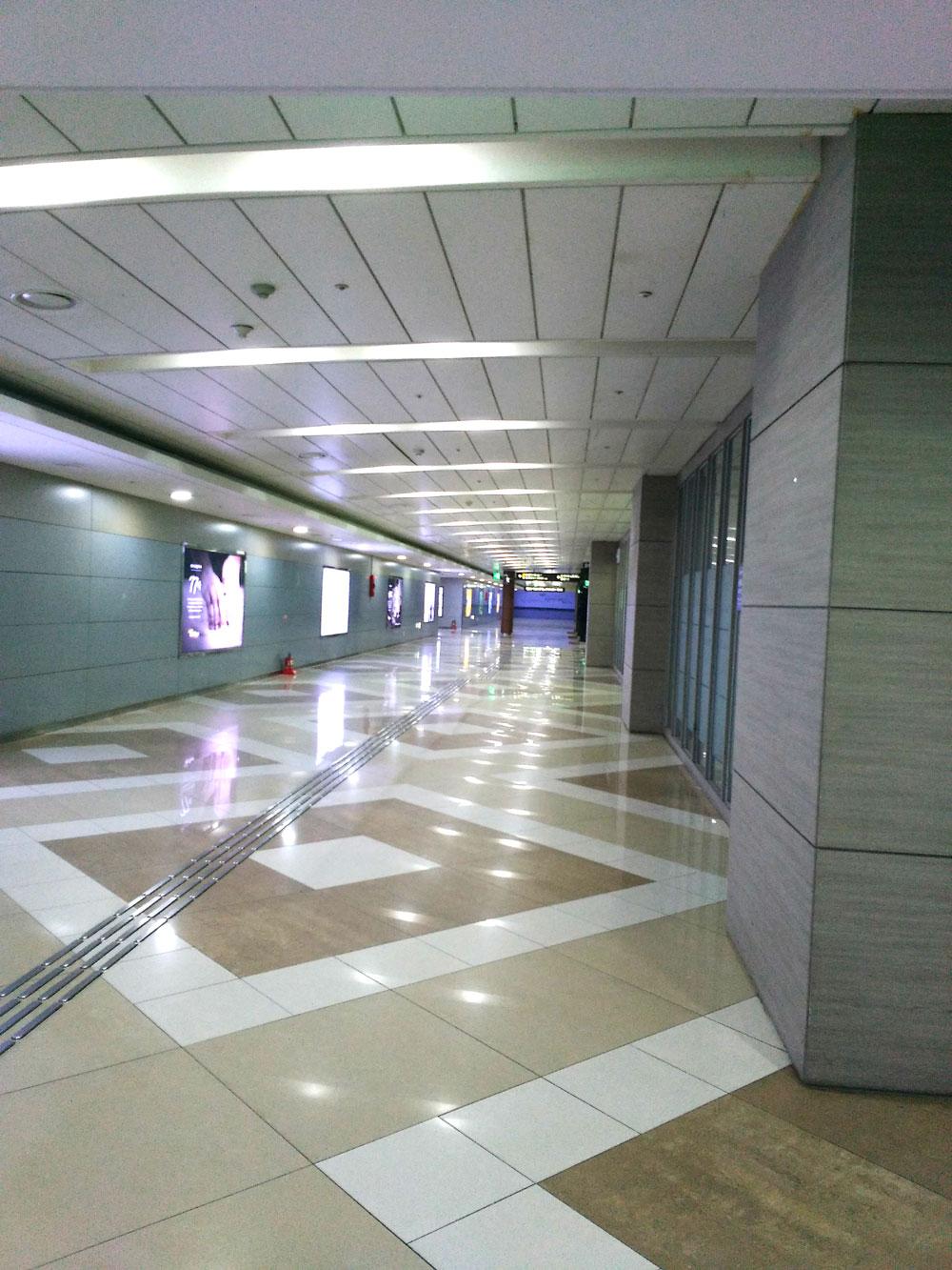 金浦国際空港駅への通路