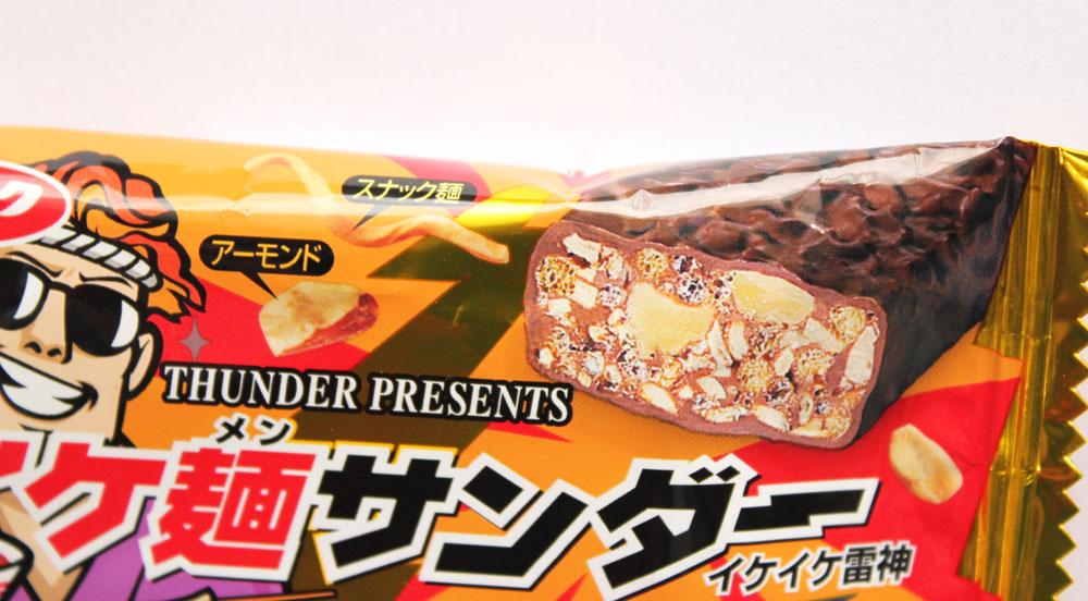 アーモンドとスナック麺入り「イケ麺サンダー」