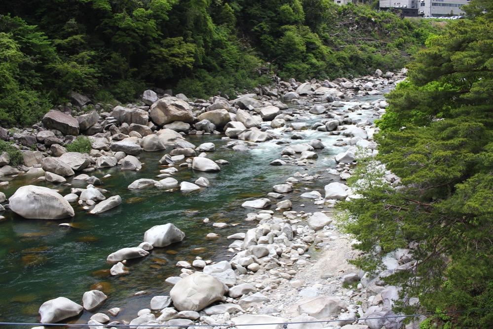 桃介橋がかかる木曽川