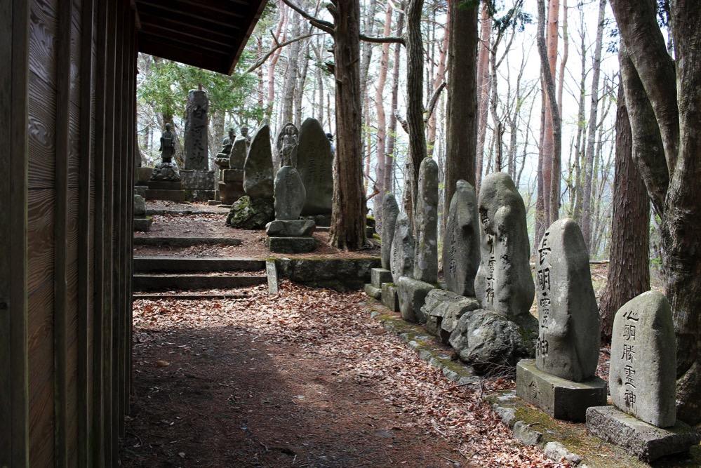 御岳神社の奥