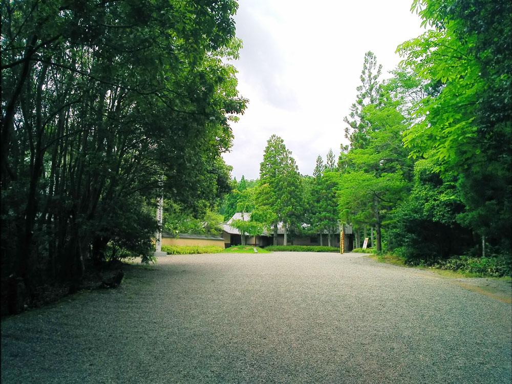 寿長生の郷の入口前