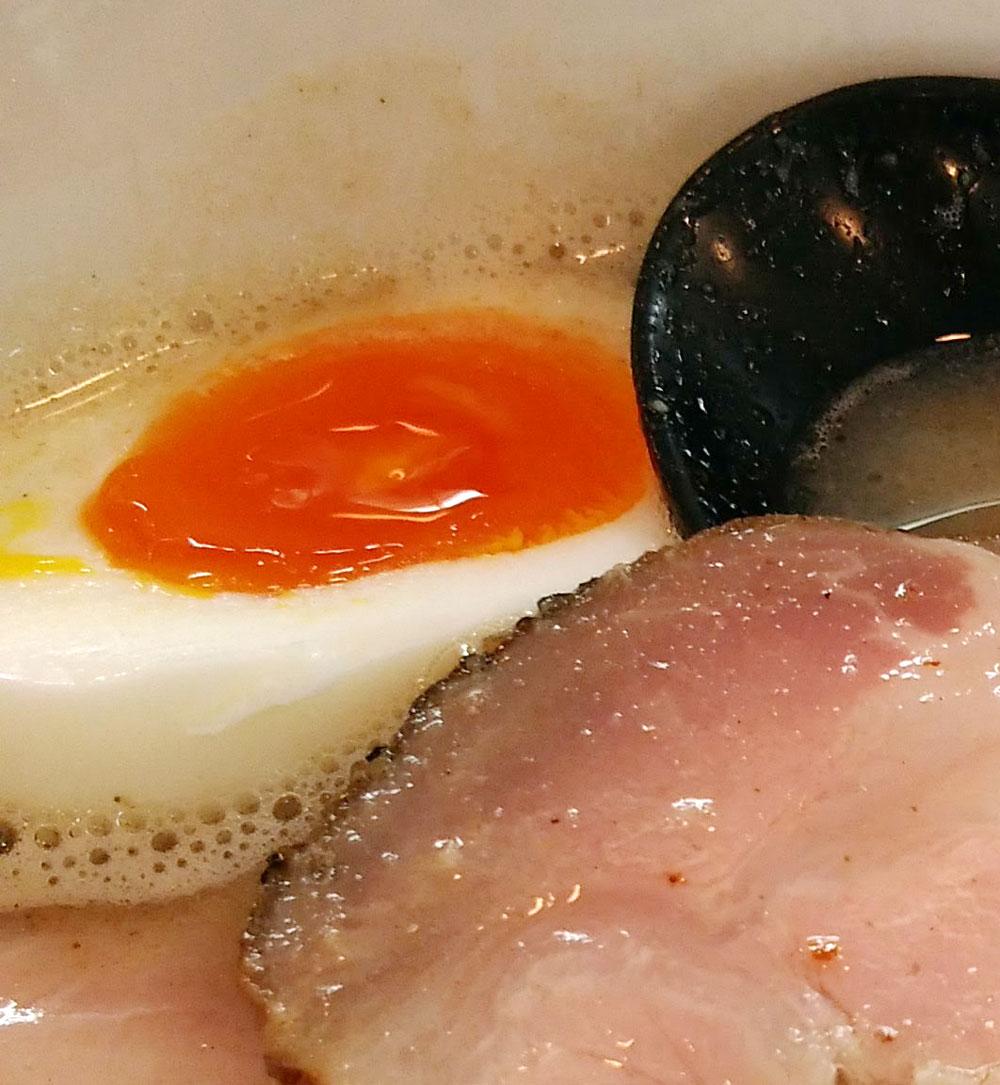 しっかりと味の染みこんだ煮卵