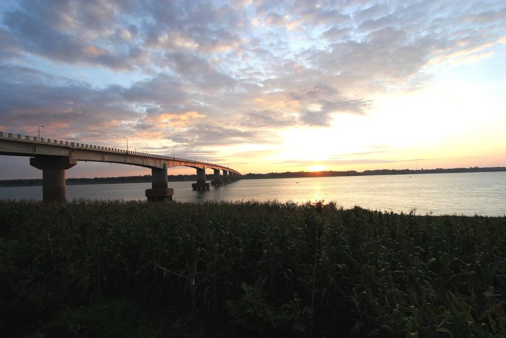 メコン河にかかる「きずな橋」