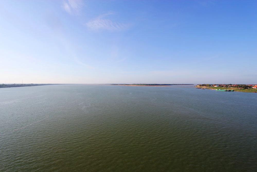 「きずな橋」から見たメコン河