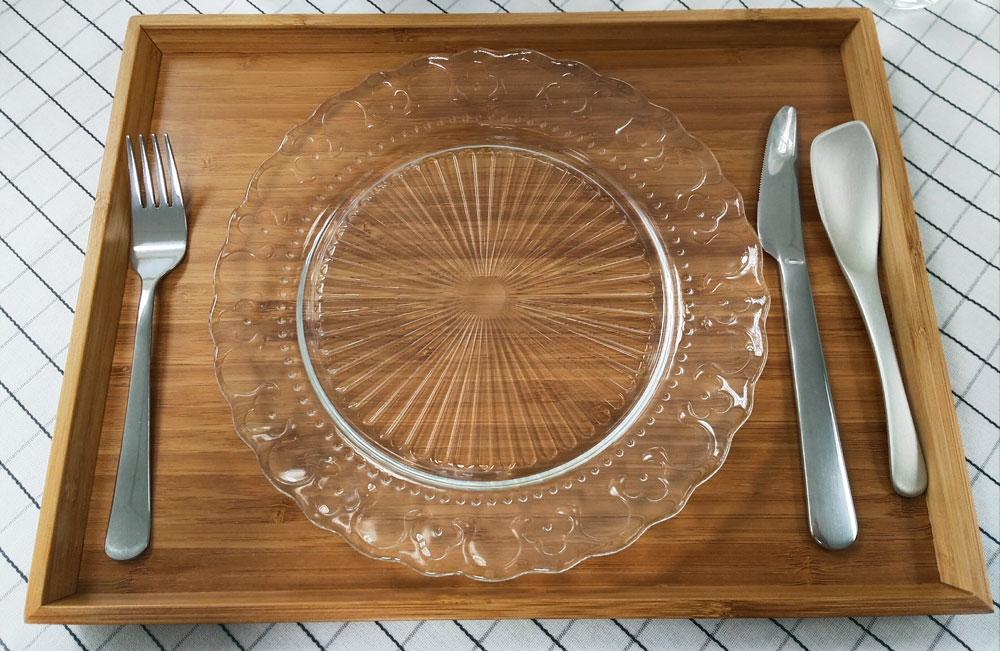 お皿と食器のセット