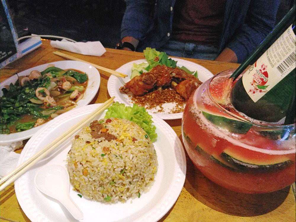 カンボジア料理も注文できる